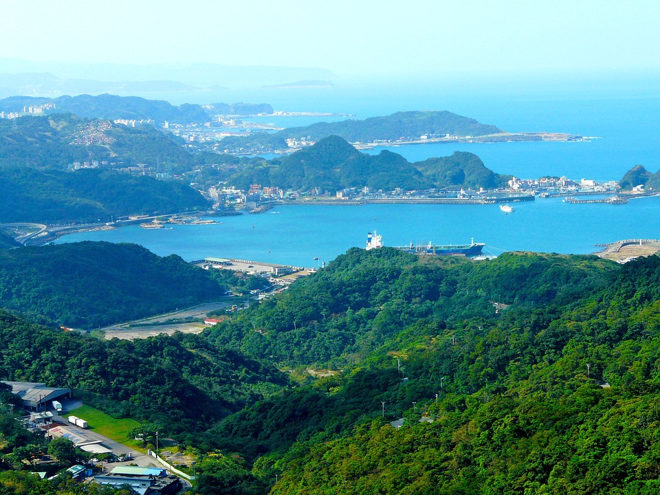 22日、地図帳問題で小田村会長が文部科学省に「訂正要望書」を手交!