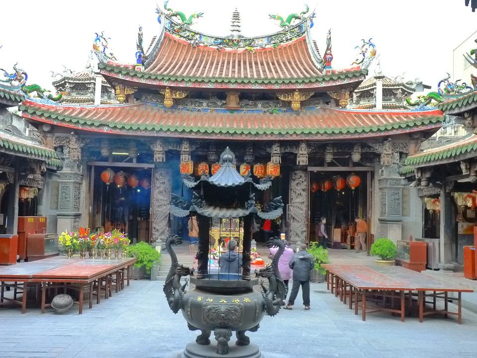 12月1日、蔡焜燦先生の顕彰碑除幕式を山口県下松市の米泉湖で開催